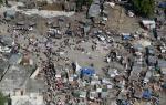 Navy-Marine Corps team unloads supplies in Haiti