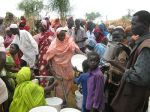800px-Refugees_queue_for_water_in_the_Jamam_camp,_South_Sudan_(7118597209)
