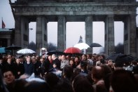 1599px-Politicians_at_Brandenburg_Gate_opening_1989